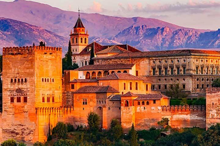 Granada s'omple de pianos