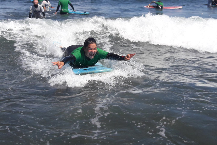 Surf course for disabled family members of employees of Grupo Catalana Occidente