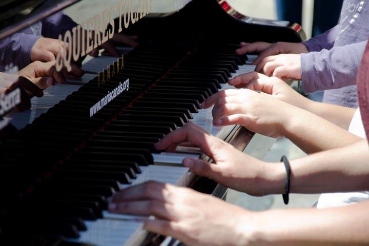 Pianos en la calle Santiago de Compostela