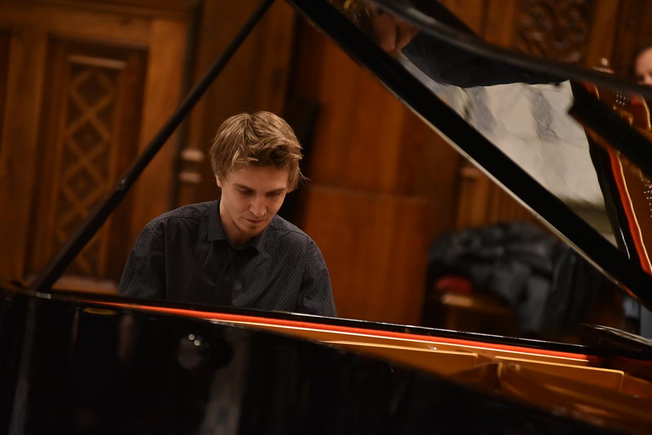 Evgeny Konnov Concierto en Granada