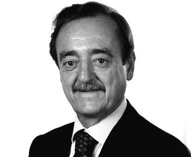 Dr. Carlos Macaya Miguel